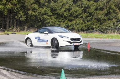 peugeot-driving-academy-slipping